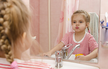 7 situací, kdy děti prudí: Chcete po nich, aby se chovaly správně?