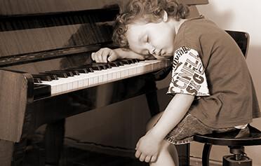 Skrytá tvář pochvaly: Co dětem škodí víc? Chválit, nebo nechválit?